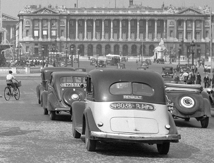carte postale ancienne de villes et de vieilles voitures - paris