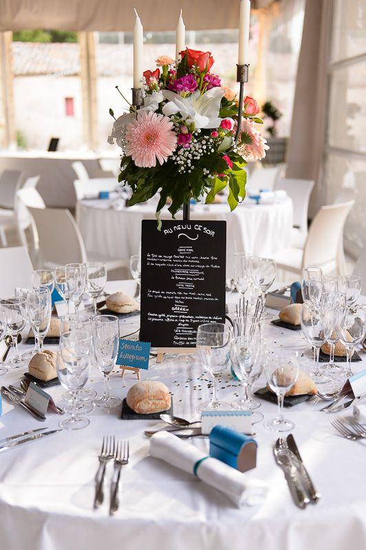 Décoration table mariage, blanc et bleu. Menu ardoise , bouquet ...