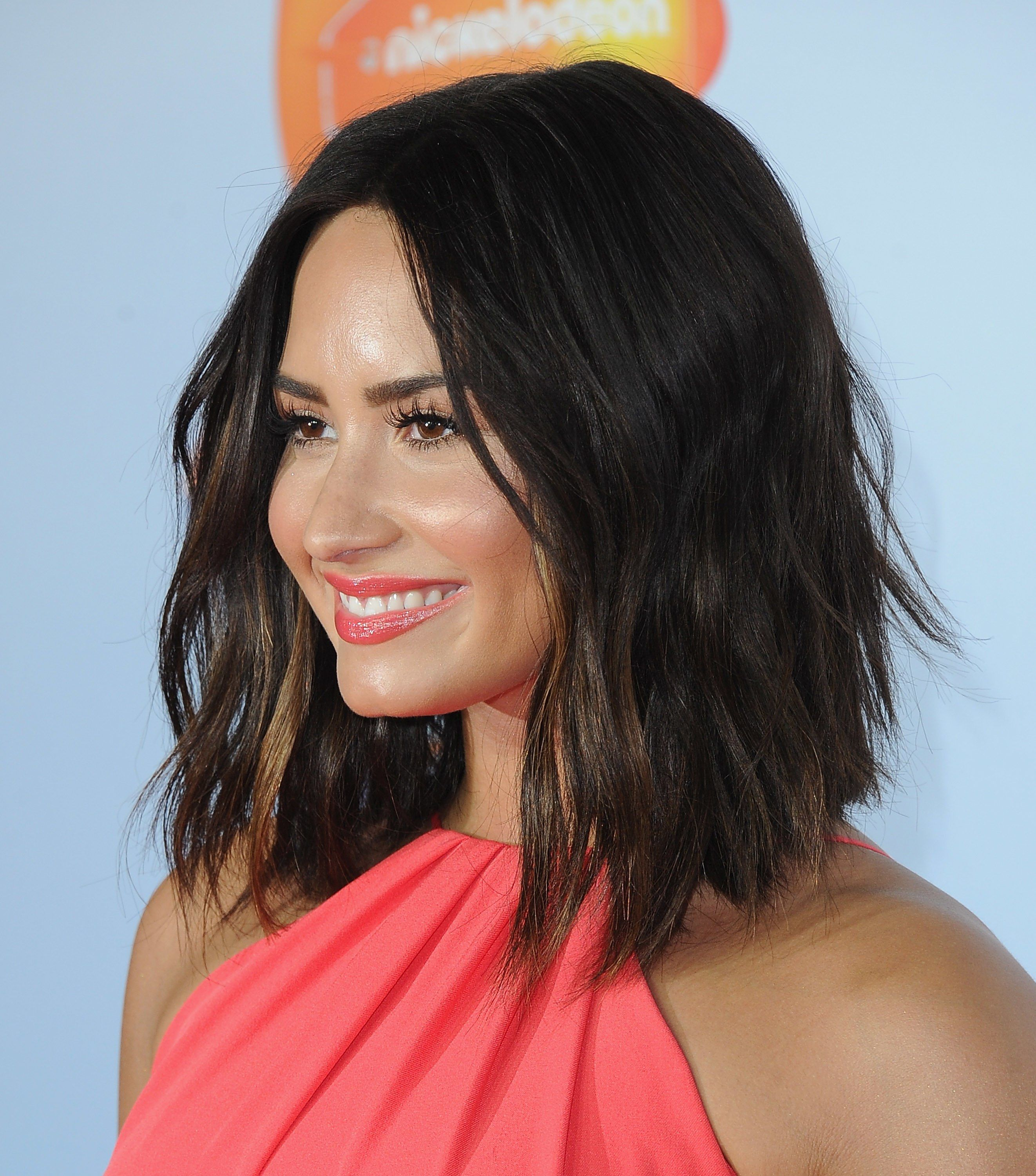Demi Lovato Just Chopped Off All Her Hair | Haircuts, Red carpet ...
