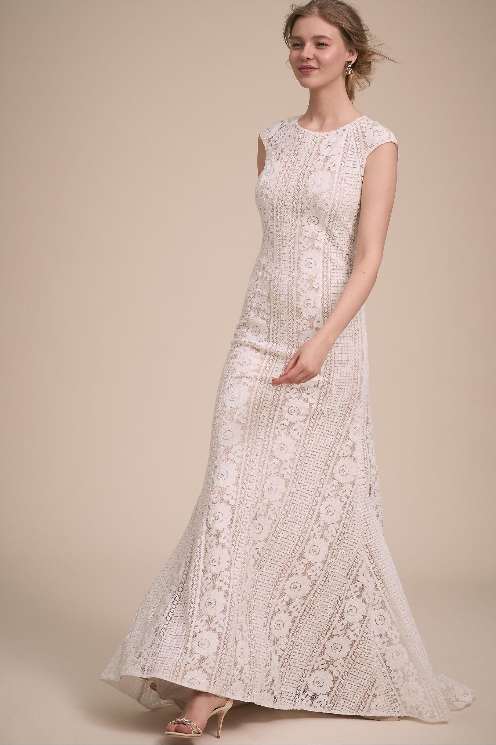2015 Fashion sheer v neck lace applique blush wedding