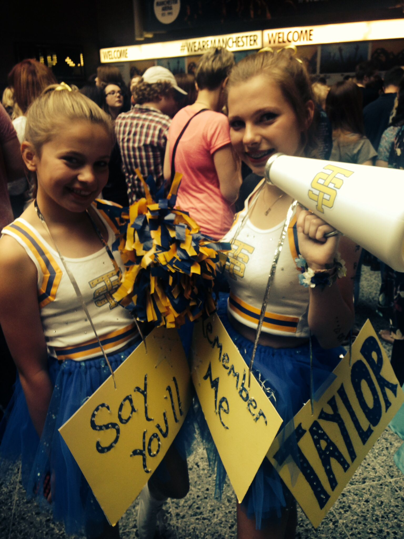 Cute Fan Costumes At The 1989 World Tour Manchester