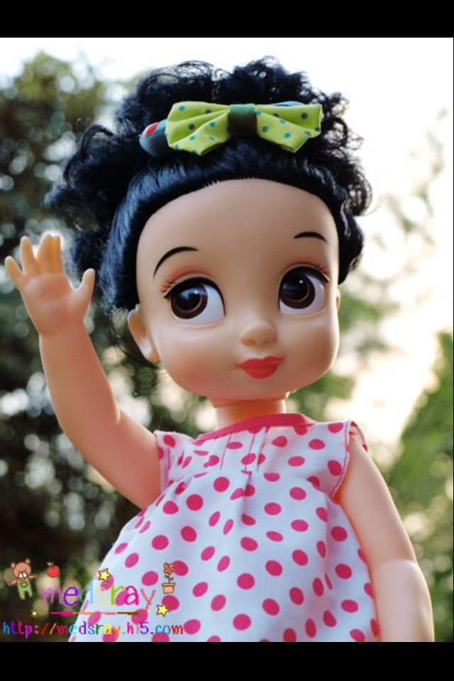Disney Animator's Collection Dolls Snow White--I WANT an Animator doll!!! They have a child-like disposition about them....