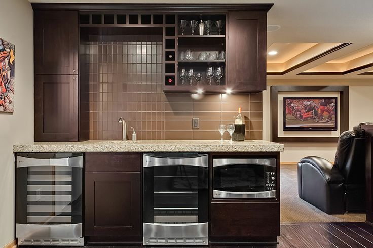 Little Wet Bar Ideas | ... The Asymmetrical Design Makes This Walk Up Bar