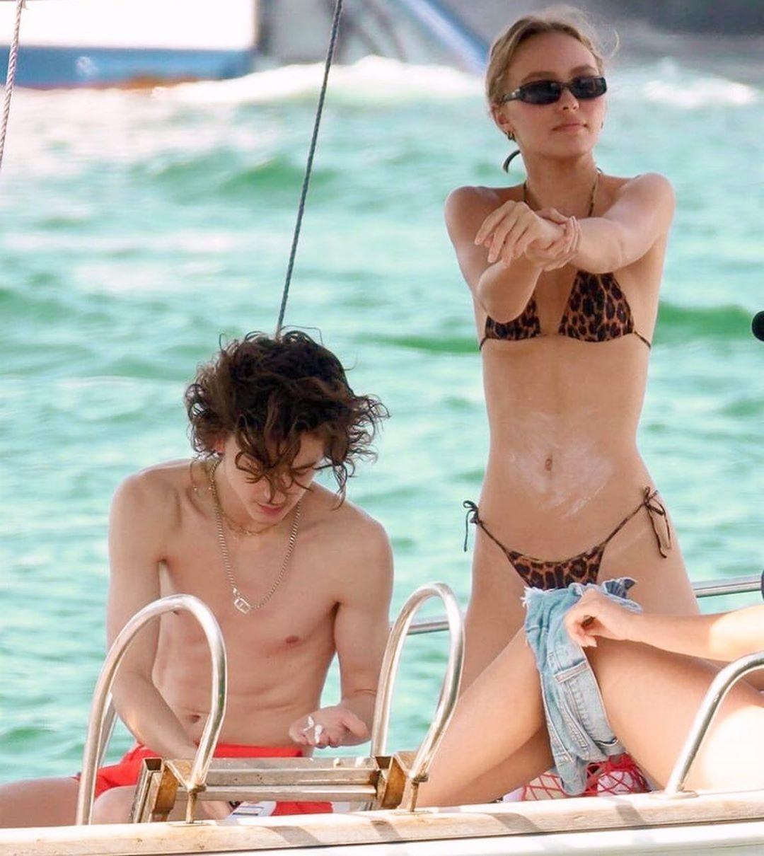 Timothee Chalamet E Lily Rose Depp Le Loro Foto Insieme A Capri Lily Rose Celebrity Bikini Lily Rose Depp