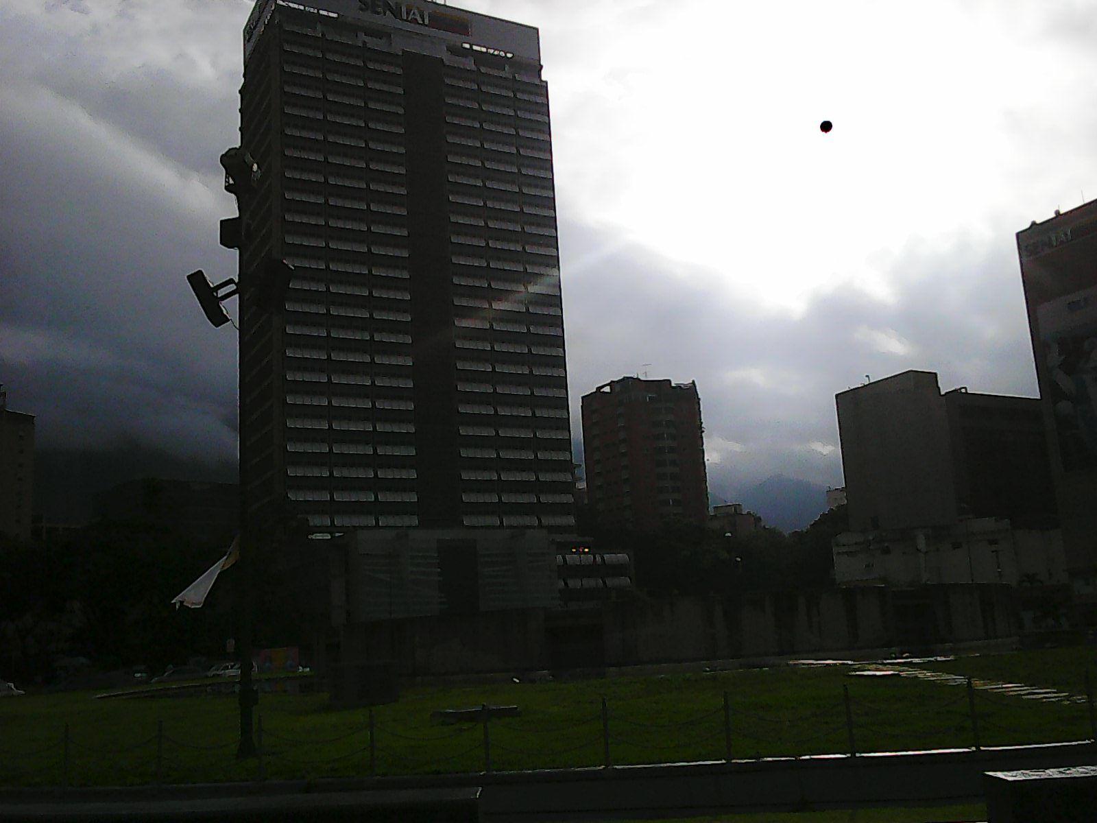 Plaza Venezuela, Bonita tarde en Venezuela.