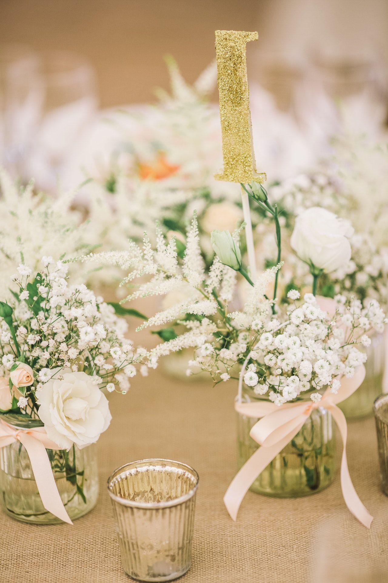 Schlichte Aber Zauberhaft Schöne Tischdekoration Für Eure Vintage Hochzeit Vintage Vintage Hochzeit Tischdekoration Hochzeit Tischdekoration Hochzeit Blumen