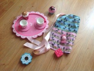 mini hostess apron tutorial & free pattern. Child sized. Ideal accessory for any play kitchen