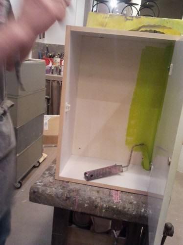 Le plein d 39 astuces pour relooker meubles et objets peinture bathroom medicine cabinet - Repeindre un meuble en melamine ...