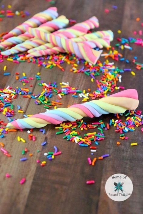 DIY Edible Unicorn Horns - Unicorn desserts, Unicorn cupcakes, Diy edible, Unicorn party, Unicorn foods, Unicorn treats - This recipe is for one color, to make multiple colors, just repeat the recipe using different flavors of Jello