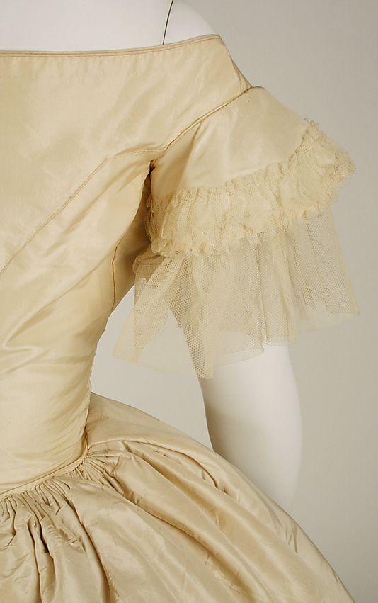 Wedding dress 1858–59