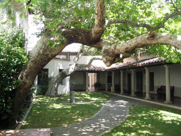 Scripps College Balch Hall Courtyard College Campus Wonders Of