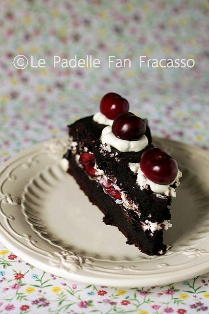http://lepadellefanfracasso.blogspot.it/2013/06/torta-di-compleanno-con-panna-e-ciliegie.html IMG_5462 by sandra merizzi, via Flickr