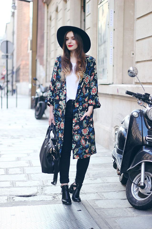 white tee , black jeans , black cutout booties , kimono and hat (gonna have  to copy this look)!