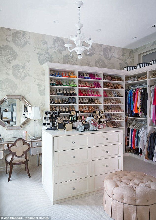 LOVE the mirror and shoe storage