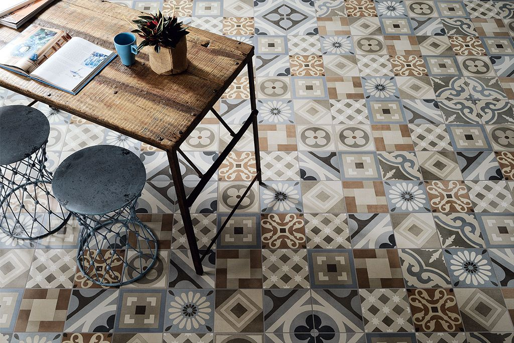 Cementine retro piastrelle quadrate con motivi vivaci per un