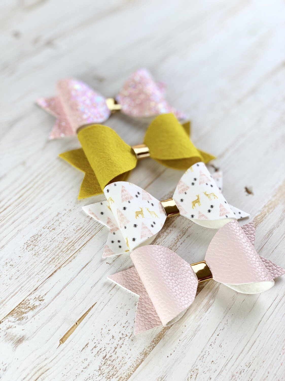 Christmas hair bows, holiday hair bows, baby bows, winter bows #babyhairaccessories