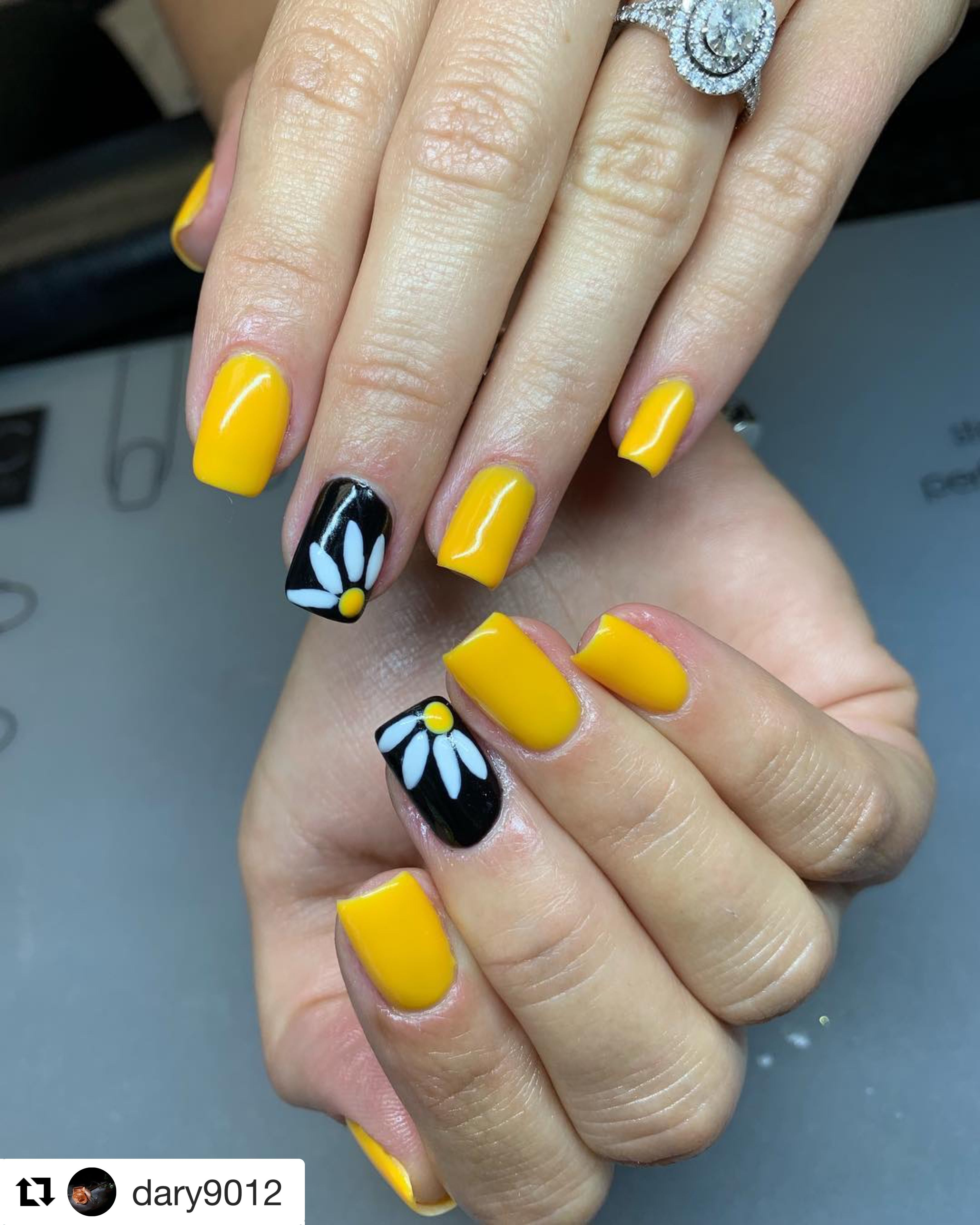 Nail design flower nails black and yellow daisy summer