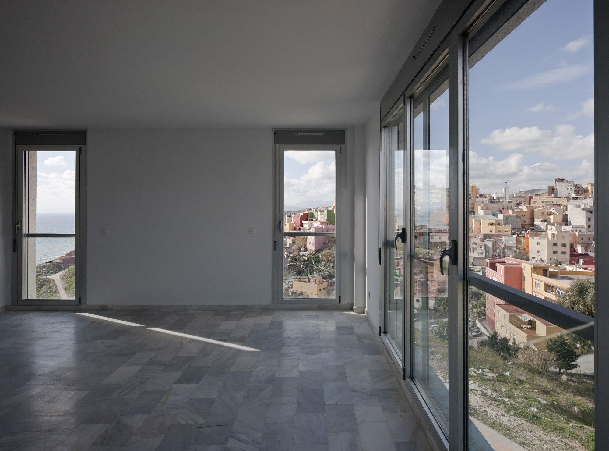 Gallery of Social Housing In Ceuta / IND [Inter National Design] - 5