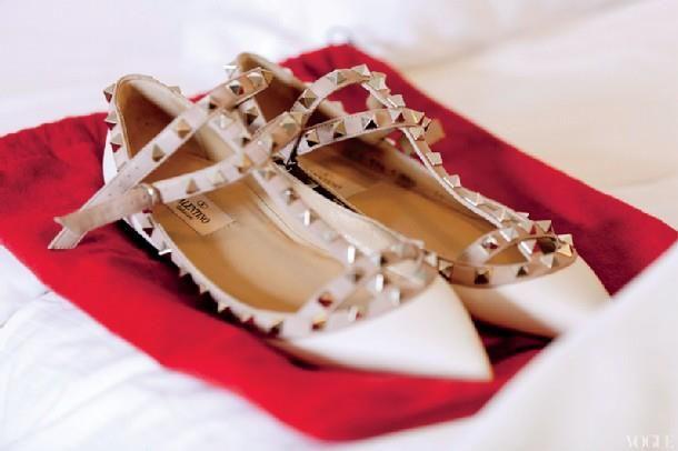 ruffles make me happy :)   Blush heels, Fashion shoes