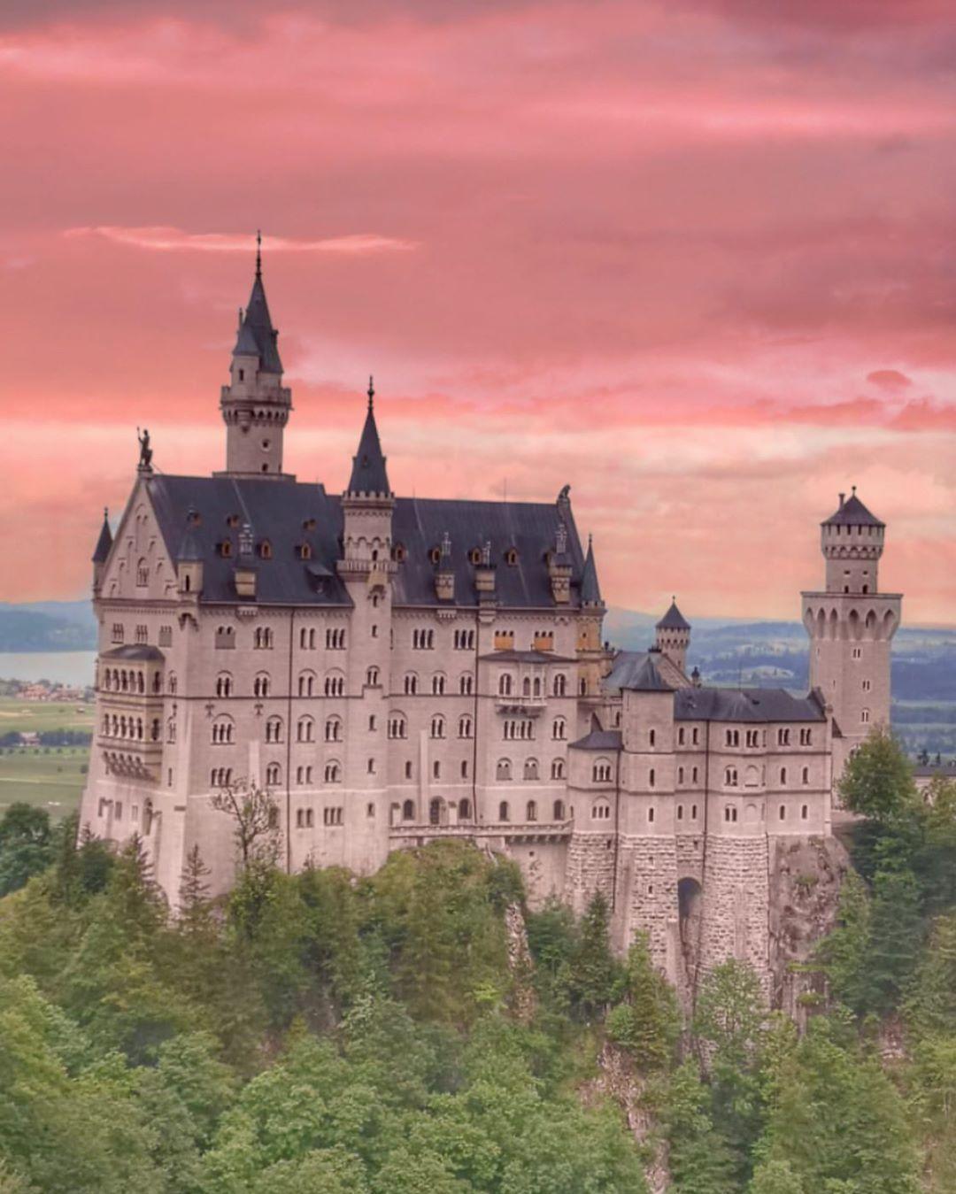 Schloss Neuschwanstein On Instagram When The Sun Goes Down Magical Germany Castles Neuschwanstein Castle Schloss Neuschwanstein