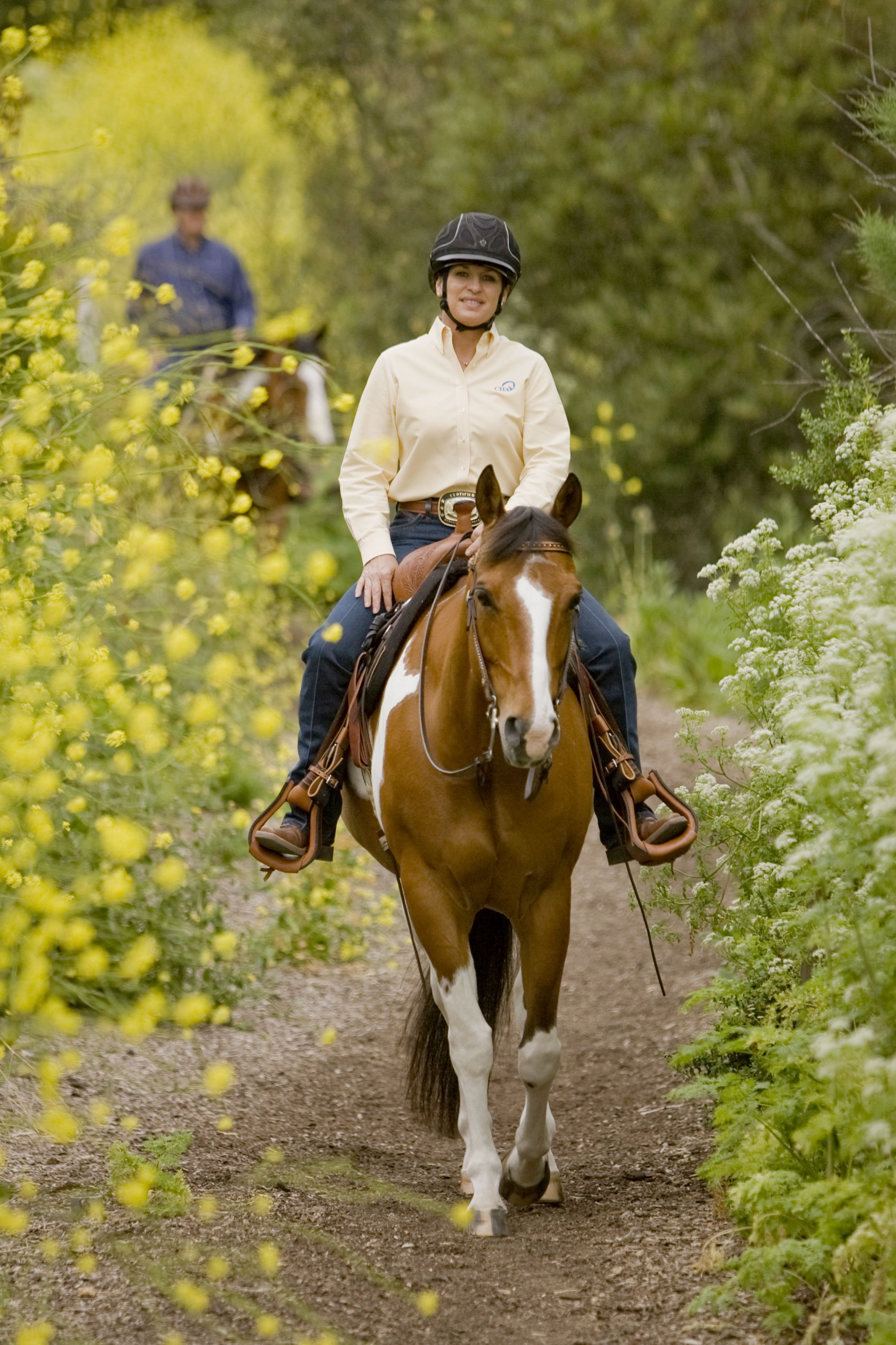 Julie Goodnight Wearing The Troxel Venture Helmet Horse Joint Horses Horse Photos