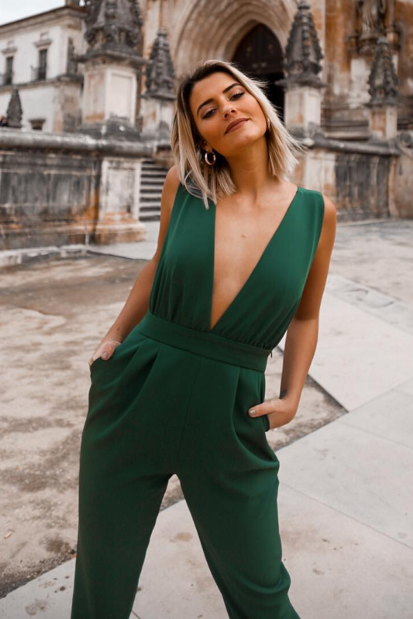 15+ Classy Jumpsuit Outfits for a Spring Wedding You will definitely want to wear.