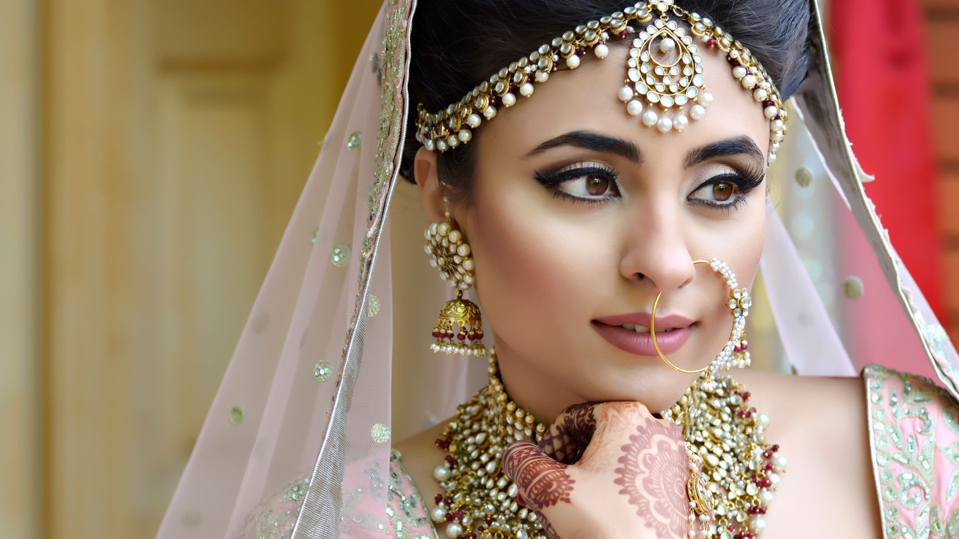 Do you want to learn bridal make up or you're a beautician