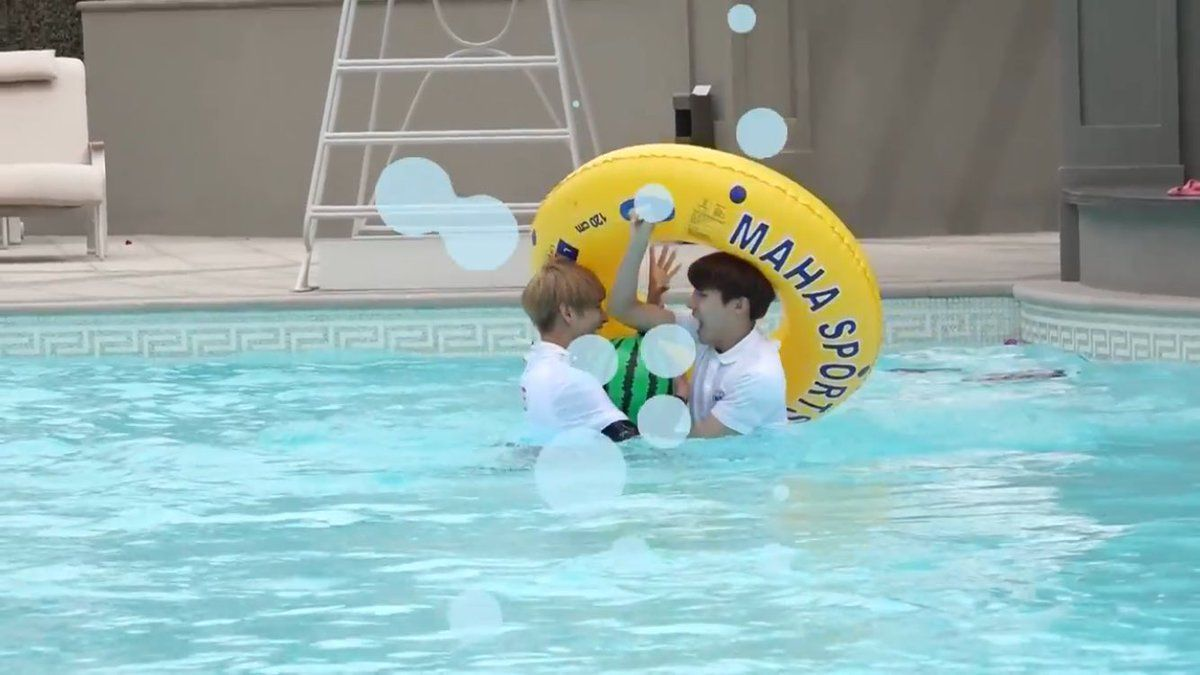 V and J-Hope ❤ #BTS #방탄소년단 2016 Summer Package - BTS in DUBAI.