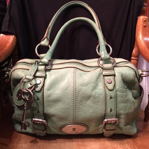 """Fossil handbag Leather. Does not have the long strap. Some dirty marks on bag. Super cute bag. Two outside pockets. Two small inside pockets, one zipper pocket. Inside light dirty wear. 14""""across 9""""tall 4""""deep Fossil Bags Shoulder Bags"""