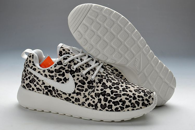 nike roshe run winter running sneakers - black\/grey leopard