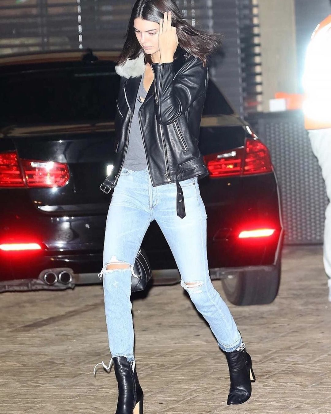 29c16011335e Kendall Jenner is looking cool in her COH Liya jean.    modelcitizen ...