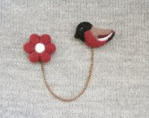 Bird and Flower Double Brooch, Collar brooch, Felted bird, Felted vinous flower, Needle felted miniature, Chain brooch, Dangle brooch