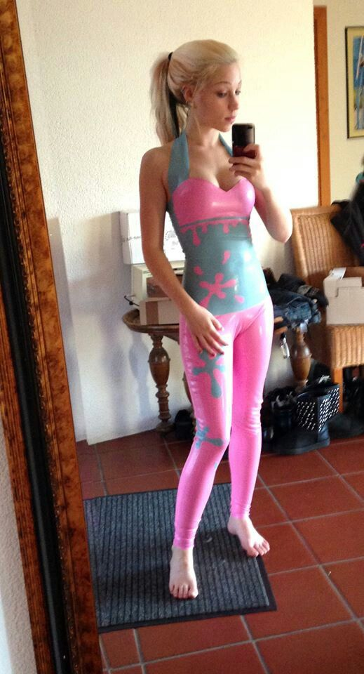Sexy latex selfie love the pink with blue leggings and top! So hot and kinky | Sexy photography ...