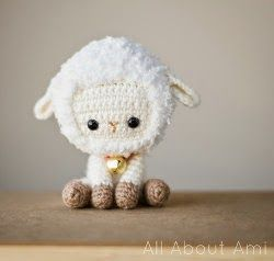 Little amigurumi crochet spring lamb. Lovely Eater gift idea. (Free pattern).
