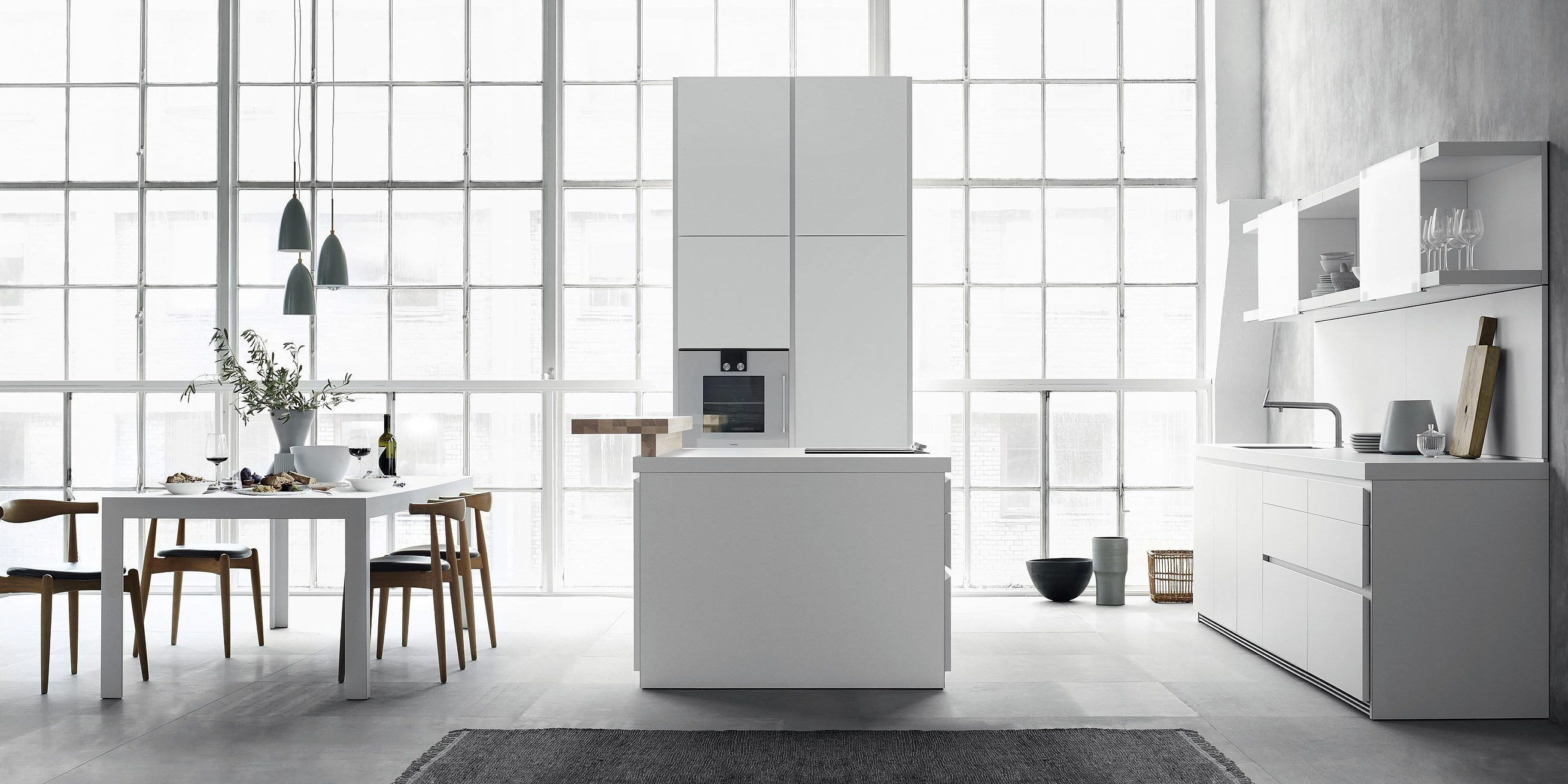 bulthaup b1 is made up of stand-alone elements: The kitchen island, the wall line, and the tall unit block. The design is puristic and ergonomic, allowing you to focus on what really matters.