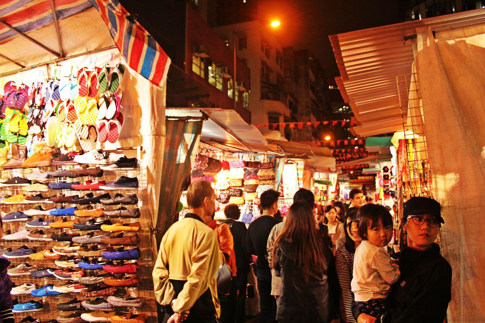 temple street night market hong kong markets of the world. Black Bedroom Furniture Sets. Home Design Ideas