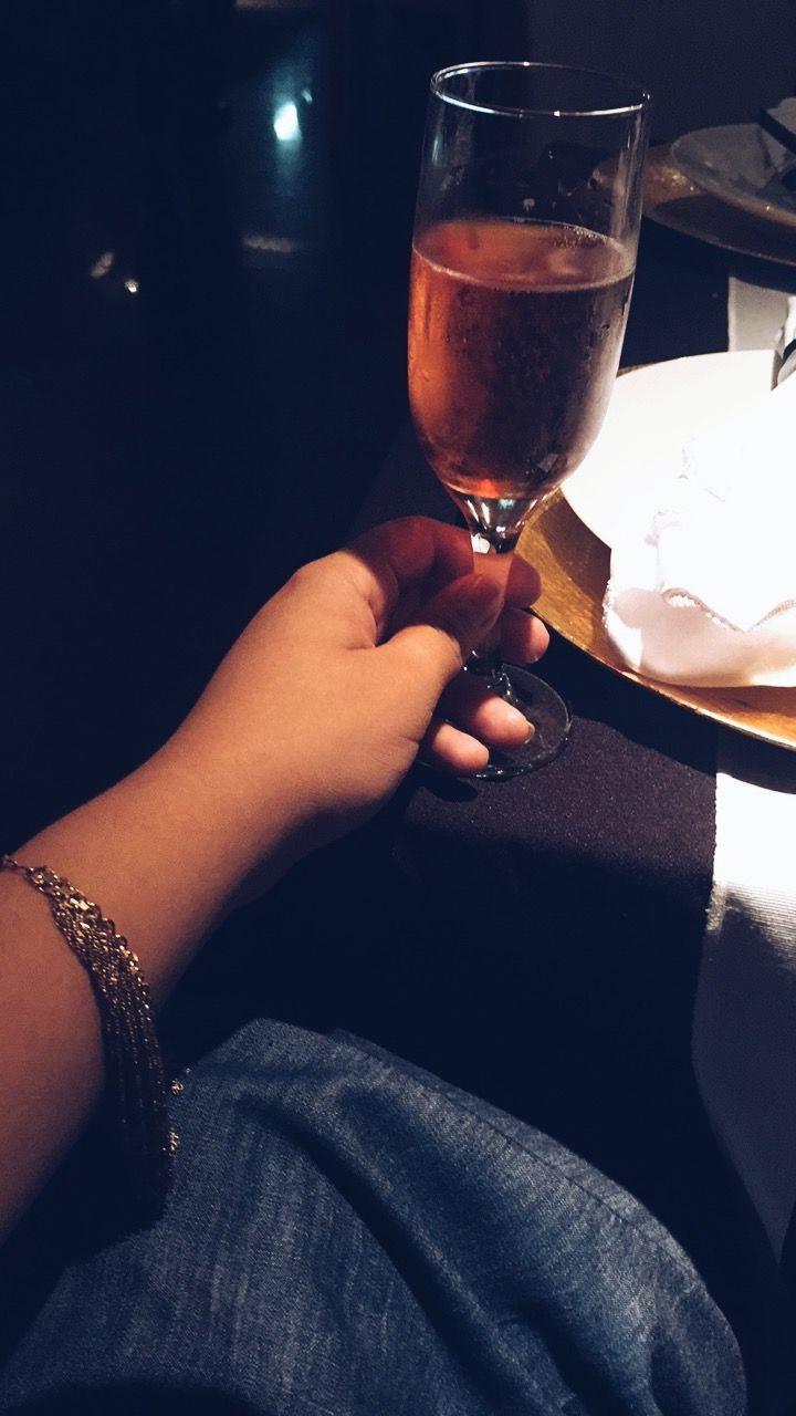 Um brinde a nossa felicidade. Que sejamos capazes de buscá-la todos os dias ✨✨