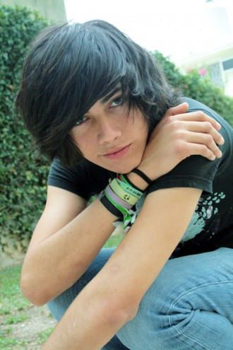 Emo Hairstyles For Trendy Guys Emo Guys Haircuts Pretty Designs Emo Hair Long Emo Hair Emo Hairstyles For Guys