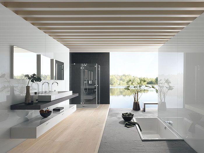 Mooie badkamer van Bette met verzonken bad en houten vloer ...