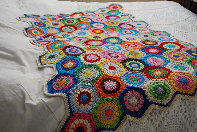 Baby blanket Eskimo, pattern by Attic24. Wow colors!
