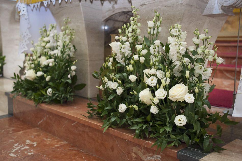 Znalezione Obrazy Dla Zapytania Wystroj Kosciola Kwiaty Church Flower Arrangements Wedding Alter Decorations Flower Decorations
