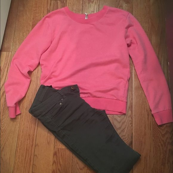 Pink crew neck sweater Comfy pink crew neck pullover from H&M. Loose fit. H&M Sweaters Crew & Scoop Necks