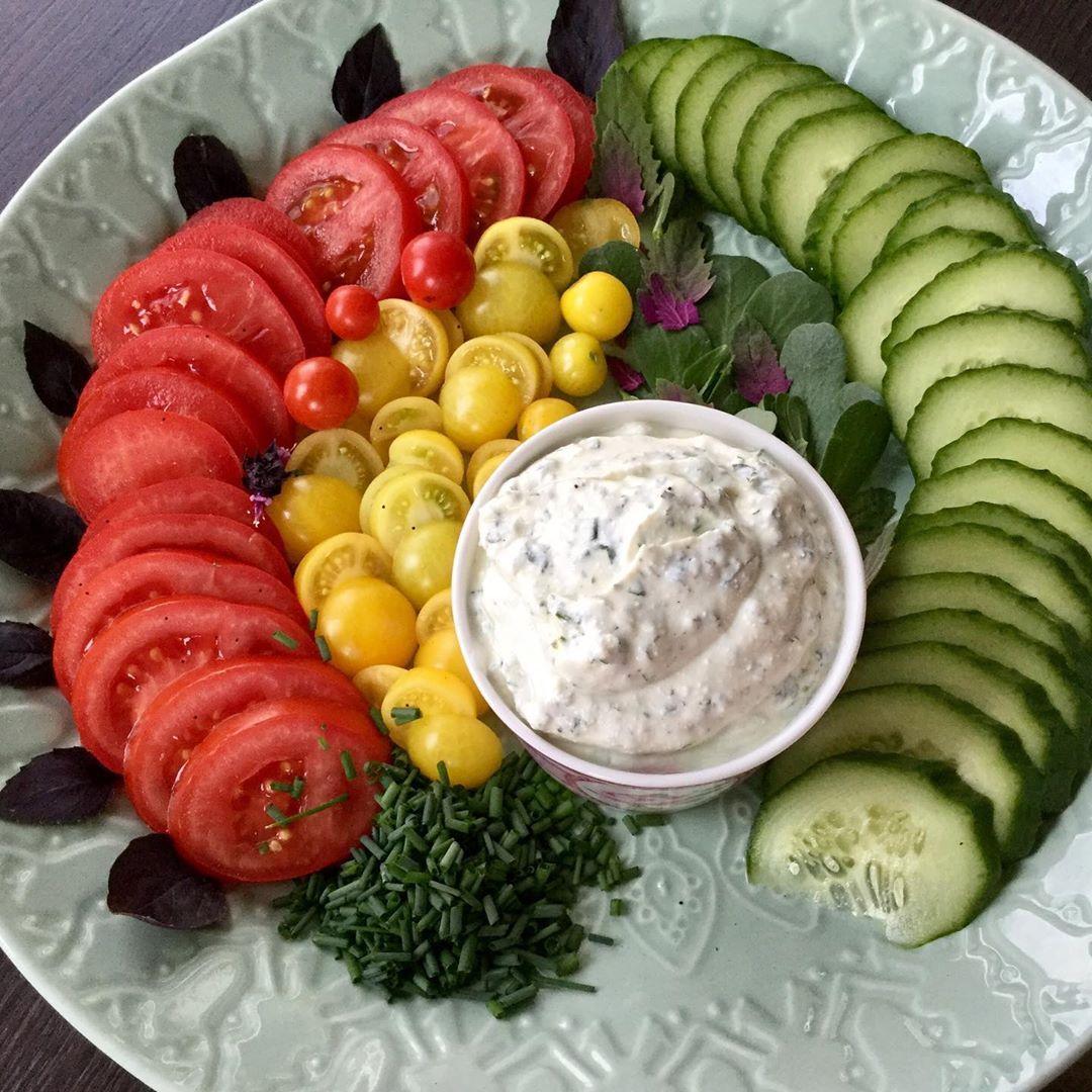 Tomaten Gurken Kartoffeln Gelbe Bohnen Und Alle Krauter Frisch Aus Dem Garten Und Direkt Auf Den Tisch Was Will Man Mehr Tr Gelbe Bohnen Gurke Ernte