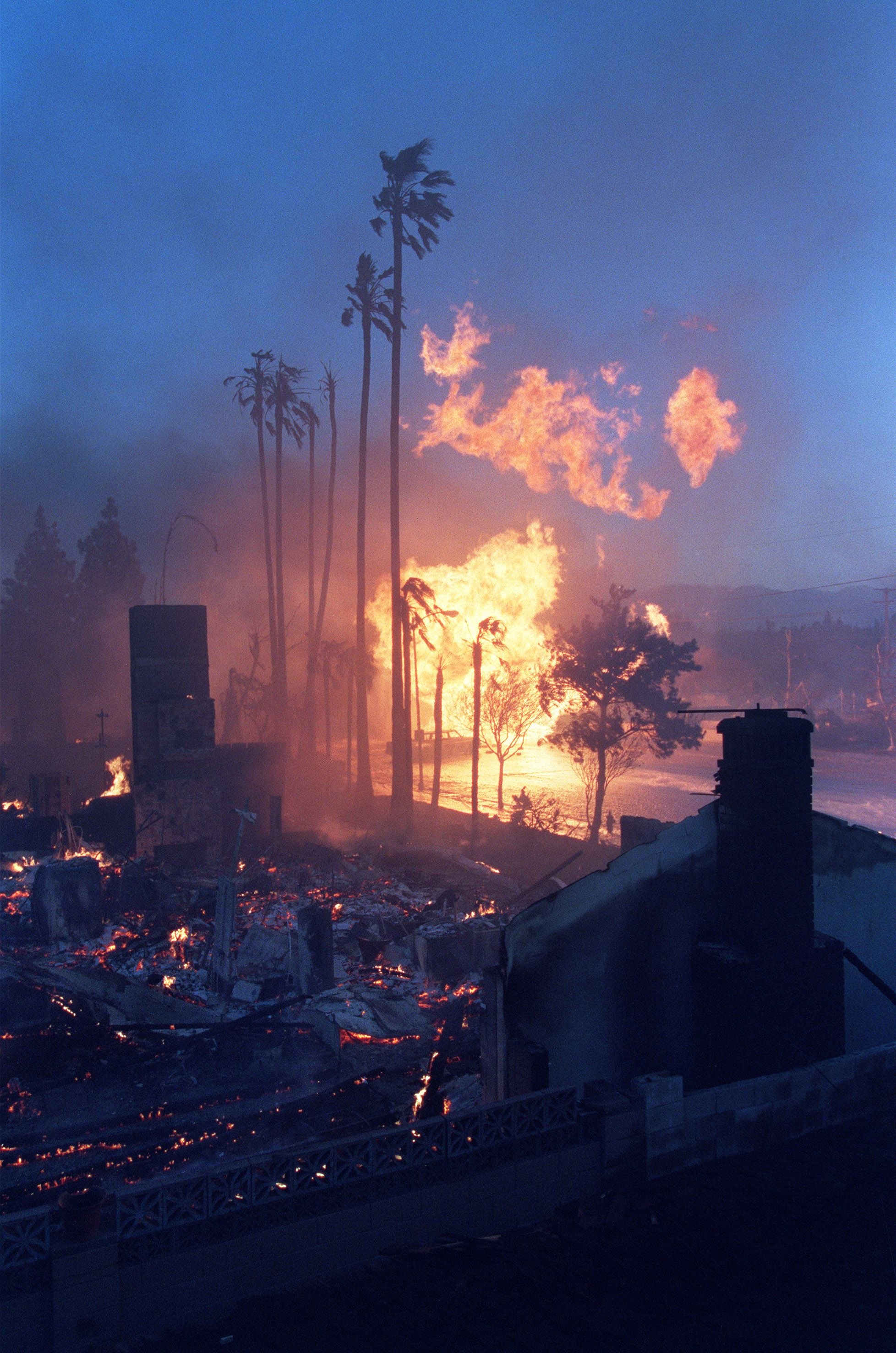 A Gas Main On Fire Throws Flames Into The Air After It Broke And Exploded Destroying Nearby Homes Following The No Northridge Earthquake Northridge Earthquake
