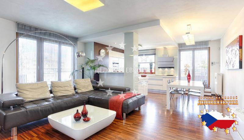 """НЕДВИЖИМОСТЬ В ЧЕХИИ: продажа квартиры 3+КК, Прага, Eberlova, 345 000 € http://portal-eu.ru/kvartiry/3-komn/3+kk/realty160/  Мы предлагаем Вам купить роскошную квартиру планировки  3+кк и общей площадью 113 кв.м,с большой террасой площадью 82 кв.м, находящуюся на последнем этаже четырех этажной  новостройке в тихом районе Праги 5 - """"Стодулки. Квартира состоит из спальни с собственной ванной комнатой, детской  комнаты, просторной гостиной, соединенной с обеденной зоной и стильной кухней. В…"""