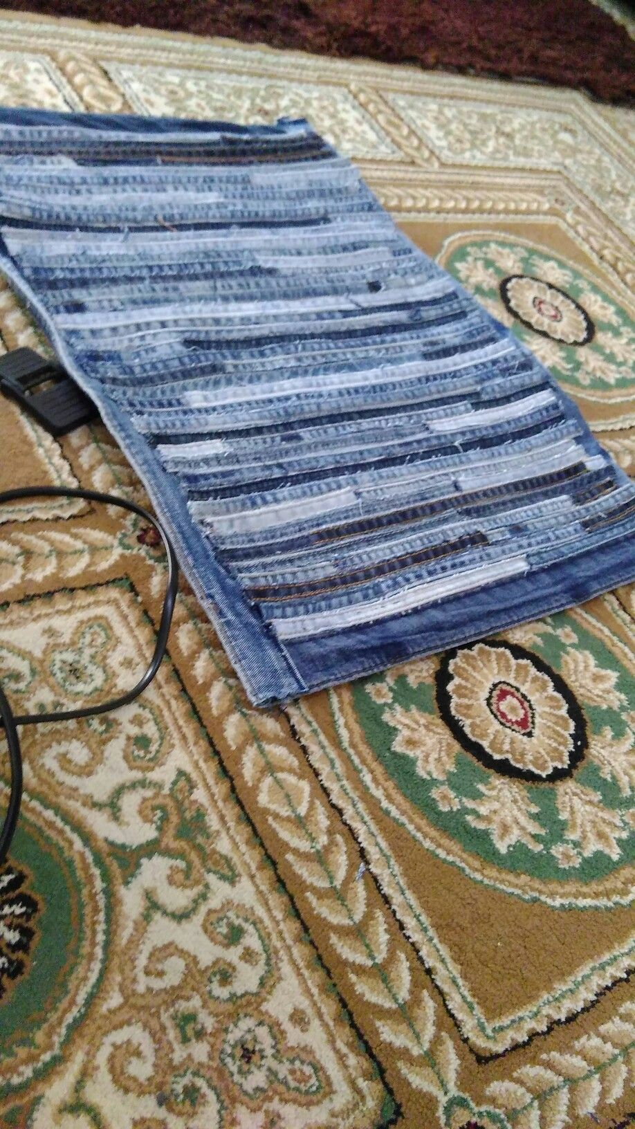 Bath mat DIY old jeans | My Own Creation | Pinterest