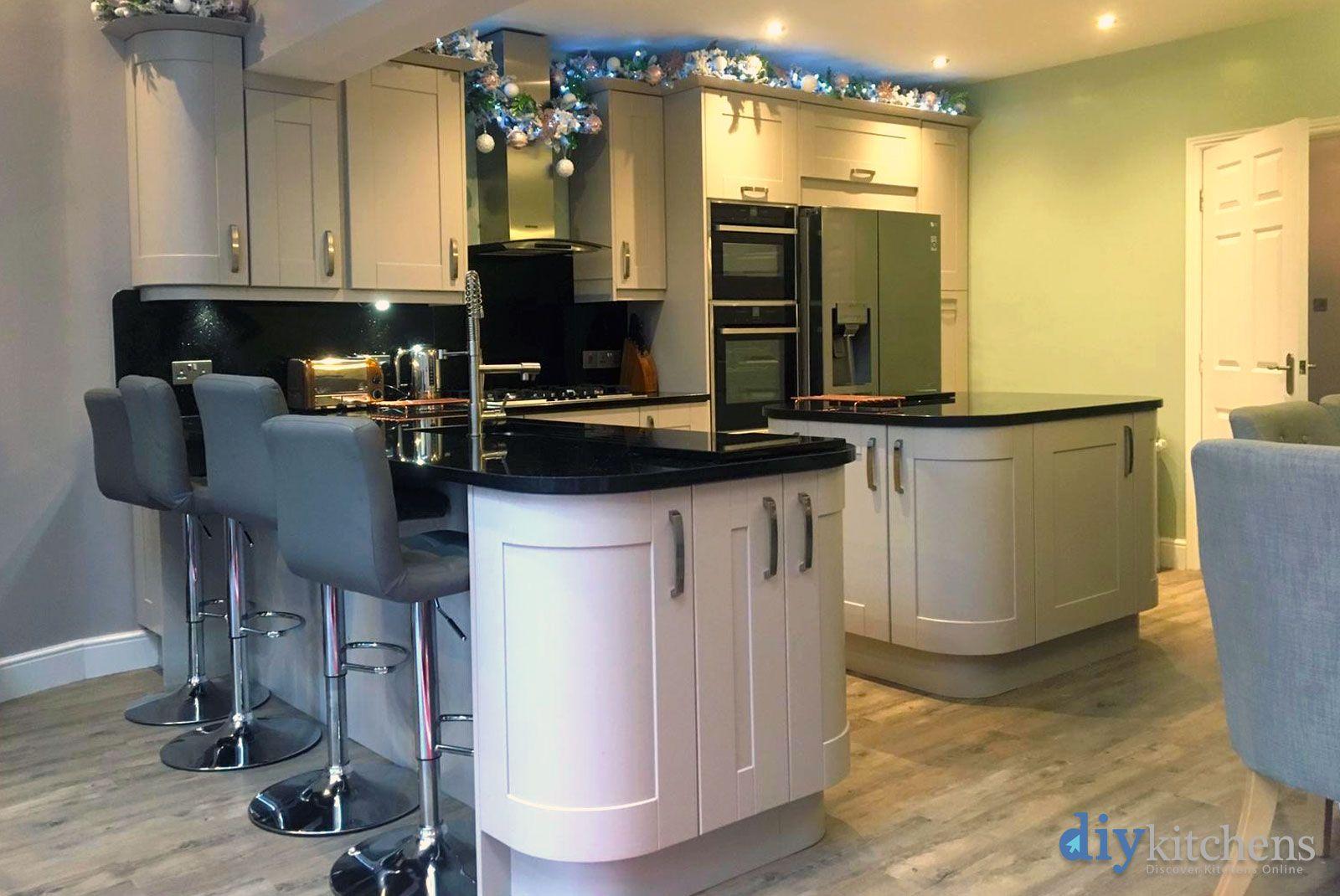 An Innova Linwood Cashmere Shaker Kitchen. Cashmere