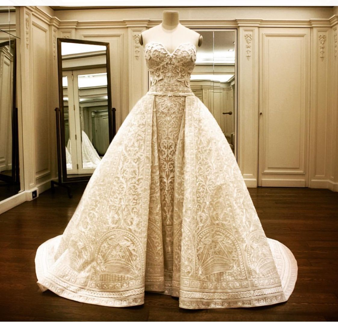 Sofia Vergara S Wedding Dress Gorgeous Over Skirt Removes Revealing A Form Fitting Straight Column Dress Sofia Vergara Wedding Dress Wedding Dresses Gowns