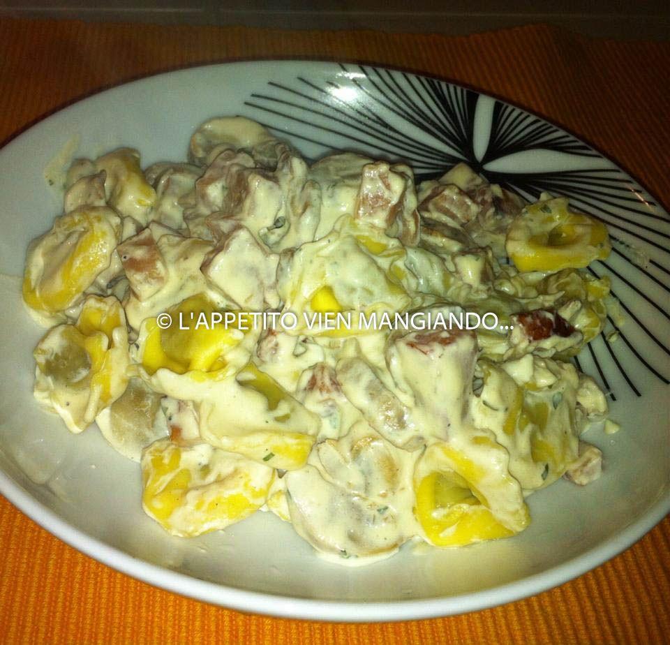http://blog.giallozafferano.it/cucinadesso/tortelloni-panna-funghi-e-prosciutto/