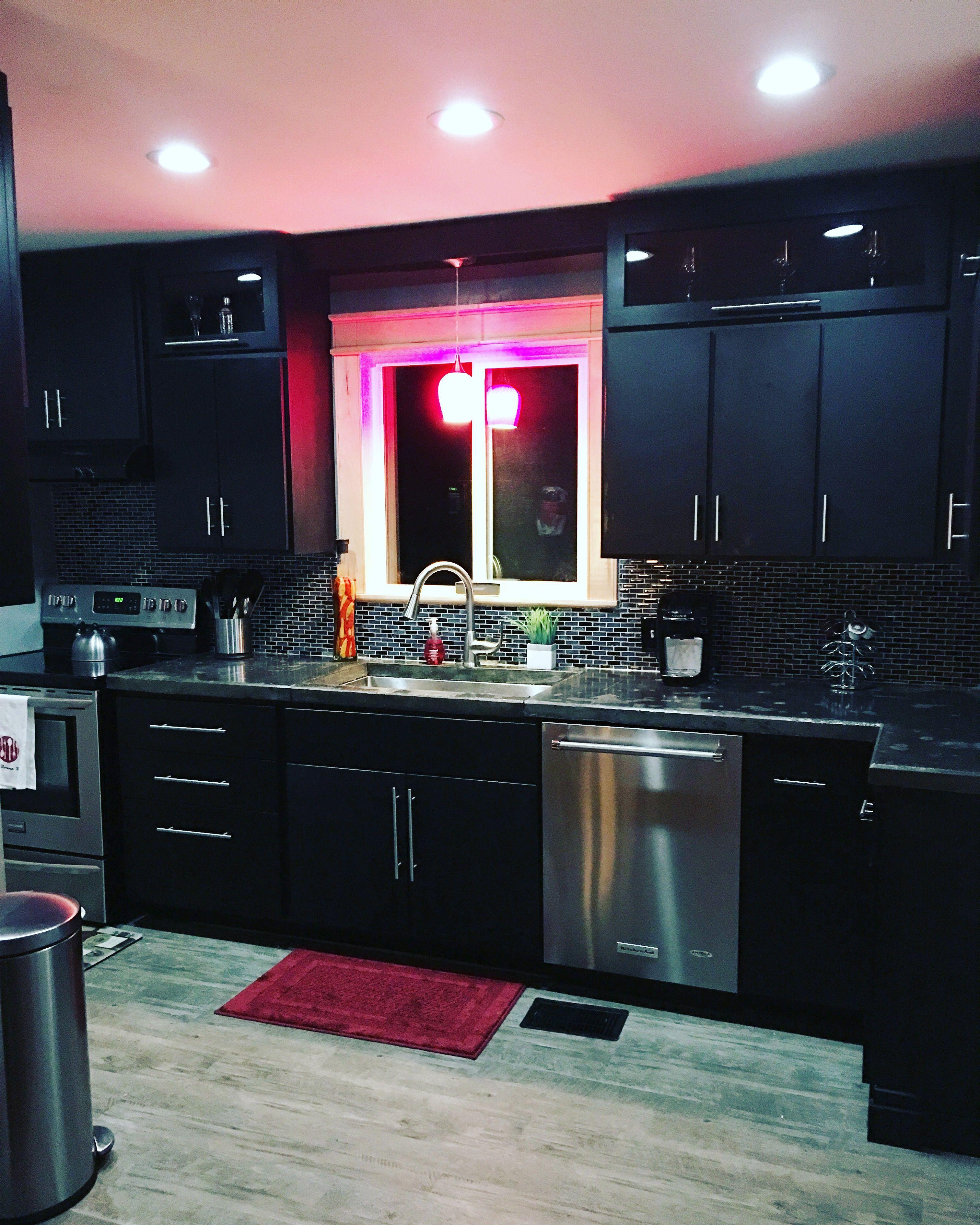 Black and red modern kitchen   Modern kitchen, Kitchen ...